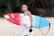 http://img297.imagevenue.com/loc173/th_913417762_Preppie___AnnaSophia_Robb_in_a_bikini_on_Soul_Surfer_set_in_Hawaii___Feb._13_2010_6271_122_173lo.jpg