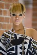 http://img297.imagevenue.com/loc244/th_281208749_Rihanna_PhotocallRatedRinSydneyAustraliaFebruary14201026_122_244lo.jpg