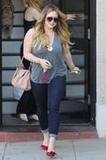 http://img297.imagevenue.com/loc403/th_011937185_Hilary_Duff_Nine_Zero_One_Salon9_122_403lo.jpg