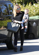 http://img297.imagevenue.com/loc424/th_924189134_Hilary_Duff_friends_house_in_Beverly_Hills19_122_424lo.jpg