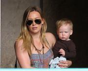 http://img297.imagevenue.com/loc507/th_319718675_Hilary_Duff_Babies_First_Class2_122_507lo.jpg